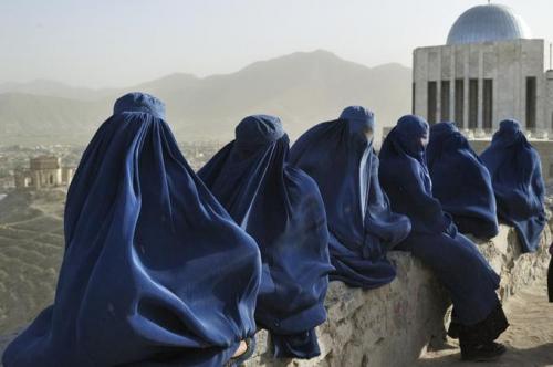 hosseini,khaled,mille soleils splendides,roman,littérature anglaise,etats-unis,afghanistan,kaboul,condition des femmes,violence,machisme,misogynie,islamisme,éducation,culture