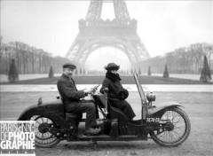 Paris - Moto biplace au Champ-de-Mars, 1922.jpg