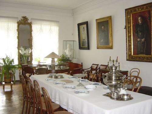 La salle à manger des Tolstoï.JPG
