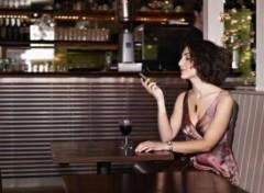 Femme dans un bar sur le blog de Louisianne la grande rêveuse.jpg