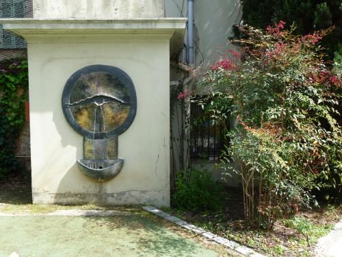Toulon, fontaine du jardin de la villa Jules Verne.jpg