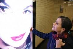 Femme dans le métro parisien.jpg
