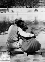 Paris 1945 Couple sur les quais de la Seine (Roger-Viollet).jpg