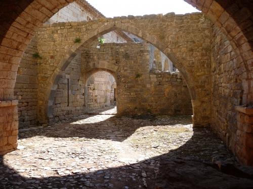 pouillon,fernand,les pierres sauvages,roman,littérature française,abbaye du thoronet,architecture,foi,abbaye cistercienne,nature,culture