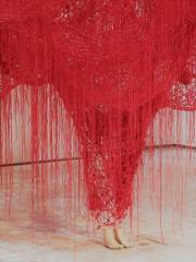chiharu shiota,me somewhere else,installation,exposition,bruxelles,mrbab,textile,plâtre,art contemporain