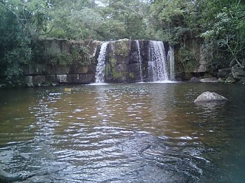 Salto_en_el_Parque_Nacional_de_Ybycui sur Wikimedia commons.jpg