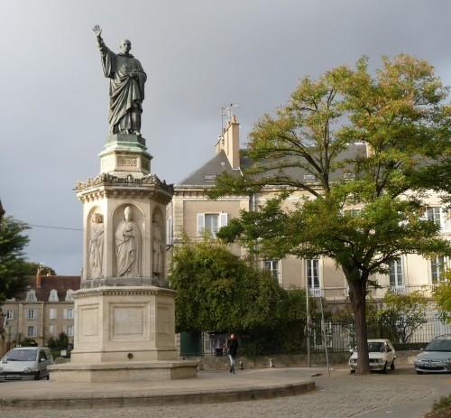 Statue de Saint Bernard, place Saint Bernard à Dijon.jpg