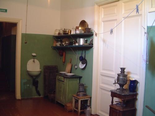 La cuisine de l'appartement communautaire - Musée Akhmatova, Saint-Pétersbourg.jpg