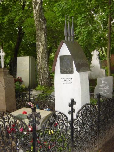Tchekhov sa tombe au cimetière de Novodievitchi.JPG