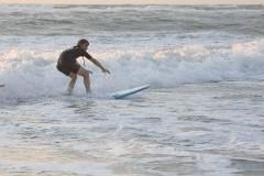 Surfer sur la vague.jpg