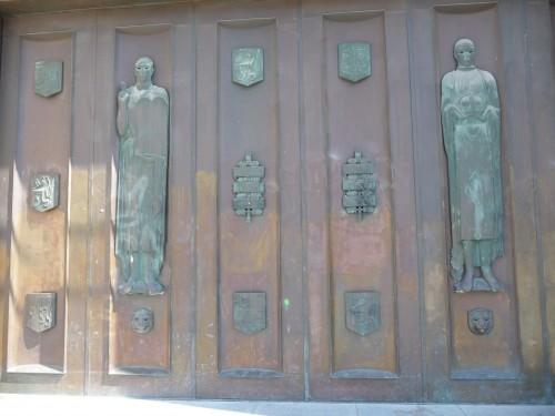 Mont des arts (Porte du bâtiment Dynastie).JPG