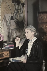 Freund Virginia Woolf devant la fresque de Vanessa Bell.jpg